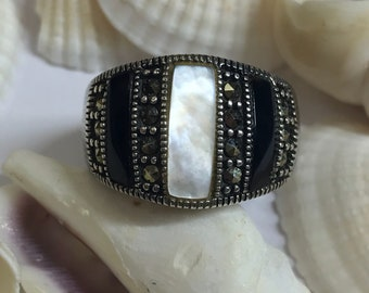925 silver Mother of pearl & black onyx inlay ring with gems. L323