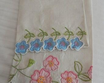 2 Embroidered Applique Linen Handtowels - Vintage Linens - Floral - Home Decor - Holiday SALE
