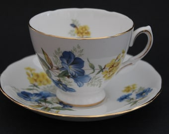 """QUEEN ANNE Bone China Teacup and Saucer Set """"Pattern Number 8290"""" 1953-64"""