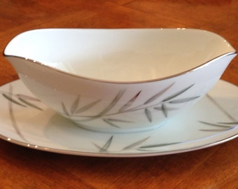 """Noritake """"Bambina"""" - Gravy Boat and Attached Underplate"""