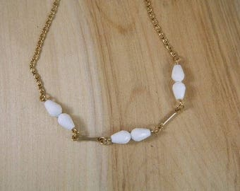 White Necklace, Vintage 1970s Sarah Coventry White Bead Gold Necklace, Goldtone White Bead Necklace, New Old Stock Never Been Worn Jewelry