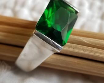 Sterling Silver Statement Ring with Large Deep Green Stone (st - 2201)