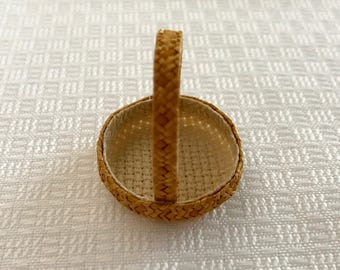 A tisket A tasket Tan Straw Basket
