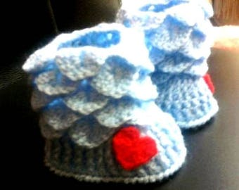 had made crochet baby booties  Сапожки--пинетки---незабудки