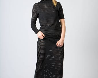 Long dress, collar, asymmetrical sleeves