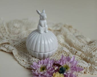 Ceramic Trinket Box with Bunny on Lid in Cream   Jewelry Box   Ring Box   Home Decor   Figurine    Paper Clip Container