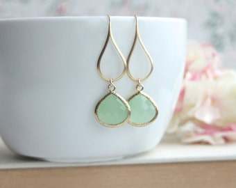 Mint Green Earrings, Green Glass Dangle Earrings. Mint Green Wedding. Cute Pear Bridal Earring, Bridesmaid Gift. Sweet Mint Green Earrings