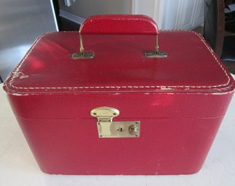Vintage Make Up Case Carry On Train Case