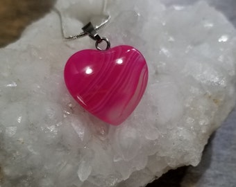 Heart Shaped Stripes Agate Pendant Necklace