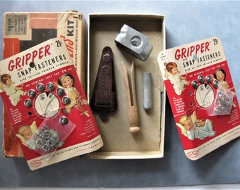 Vintage Dritz Dot Snappers Kit, Complete with Two Gripper Snaps Carded Set