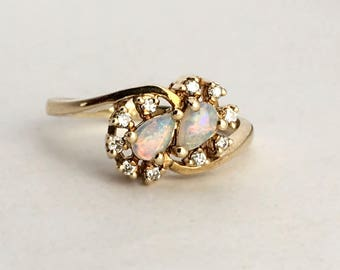 Vintage 14K Gold ring with Opals and Diamonds