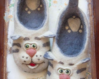 Felted wool slippers/ women's shoes/ slippers/ cat lovers gift/ women's slippers/ felted slippers/ wool slippers