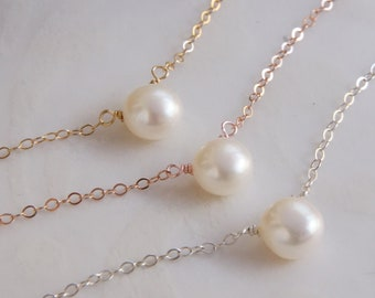 Bridesmaid Gift Pearl Necklace Gift for Her Pearl Jewelry Dainty Necklace Gift for Mom Gold Necklace Bridal Shower Bachelorette Party
