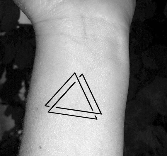 Tatouage triangle triple triangle tatouage trois triangles tatouage  celtique tattoo