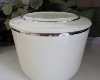 Universal Potteries Ballerina Platinum Ovenproof Refrigerator Jar With Lid 1950's; Cooking Bowl, Mixing Bowl, Ovenproof Bowl, Stackable
