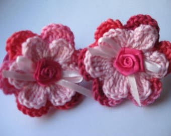 2 Hair rubbers sewn with 2d crocheted flowers