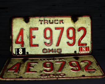 Vintage Automobiliana.   Vintage Pair of Ohio Truck License Plates. Expires in 1980. Non Commercial. Plate No.  4E9792. Great Condition