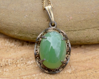 Vintage Sterling Silver Sorrento . Green Stone. Dainty Necklace