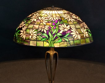 Black-eyed Susan Tiffany lamp. 16 inch Tiffany stained glass shade. Black eyed Susan table lamp. Wooden base stained glass lamp.