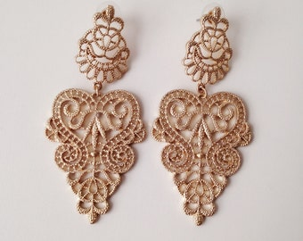 merryme Matte Golden Flower Pattern Metal Lace Earrings
