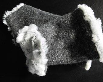 Cuffs Ella grey wool on faux fur in size m