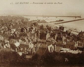 Unused Vintage French Postcard - Port of Le Havre, France