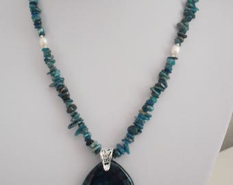 Apatite and Freshwater Pearl Beaded Pendant Necklace