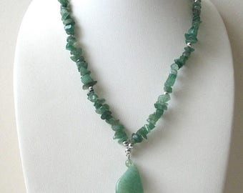 ON SALE Vintage Genuine Green Aventurine Chips Pendant Necklace 8716