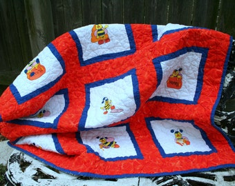 Gorgeous Handmade Baby / Toddler / Child / Machine Embroidery Bumble Bee Quilt / Bold and Bright