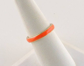 Size 7 Gold Tone And Peach Enamel Band Ring