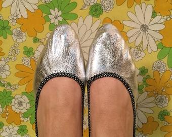 SALE! 60s Vintage Metallic Silver Travel Ballet Flats 7.5 8 8.5