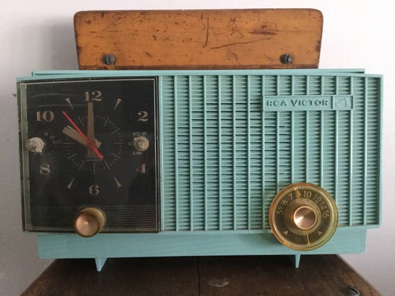 How to design a fab 1960's home office vintage aqua radio