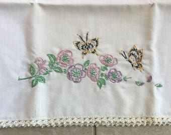 1950s embroidered pillowcase hand made - set of 2