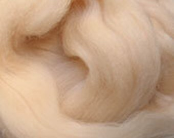 Merino Wool top fibre, flesh colour roving, 100g, Needle felting, wet felting, spinning, flesh colour