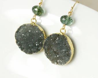 50 % de réduction vente - or Quartz Aqua vert & Smokey noir Druzy boucles d'oreilles - Boucles d'oreilles