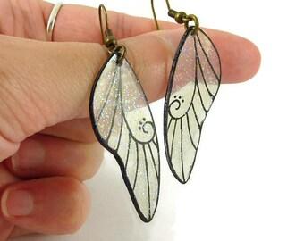 Boucles d'oreille ailes de fée transparentes et noires à paillettes, boucles d'oreille fantaisie féériques en plastique (CD recyclé)