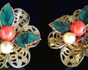 Vintage Christmas Earrings Green Enamel Lacy Goldtone Screwback Red Bead Faux Pearl