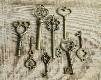 lot of 8 decorative Keys / Rusty pendant Key / Escutcheon Brass / Architectual Skeleton Key  / handiwork decor furniture keys  Rustic Decor