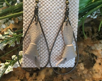 Small leather knots in hoops