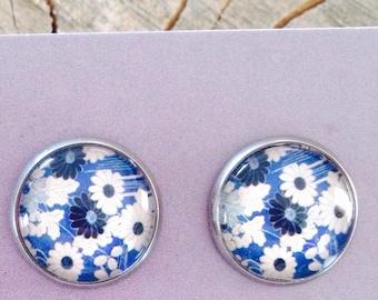 beautiful earring flowers blue  and white 14 mm inox
