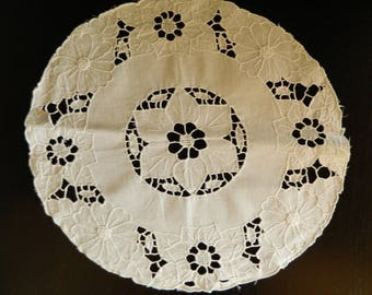 Doily embroidered old, vintage 1970's. old french Embroidery