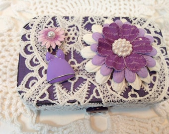 Lace, Floral Vintage Theme Altered Altoid Tin, Keepsakes, Jewelry, Business Cards, Trinkets, Pills, Gift Card