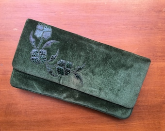 Refined 80's green velvet clutch