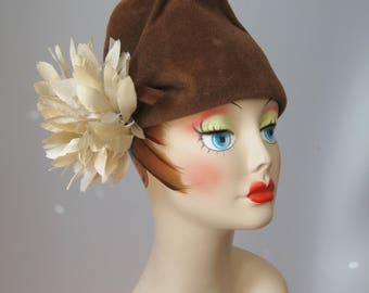 Tall Crowned Hat / Vtg 40s / Brown Felt hat with Tall Crown and Large Flower / Sigma Made in France