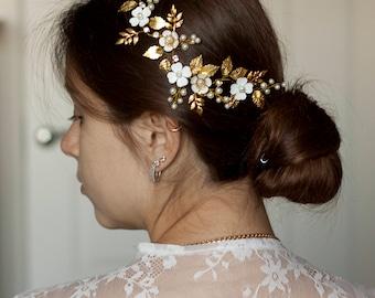 Gold bridal headpiece Gold leaf hair piece Wedding headpiece Bridal hair piece Gold leaf hair vine  Leaf hair vine Leaf headpiece Leaf comb