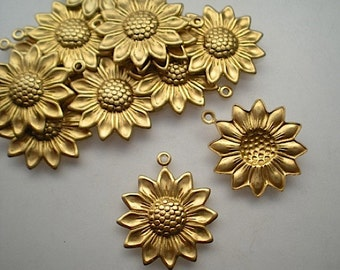 12 brass daisy charms