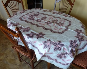Vintage Picnic Dining Tablecloth-Plastic Pink and Cranberry