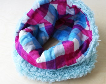 Reversible snood, faux poodle fur cowl with cotton double gauze - baby blue / pink and light blue big check