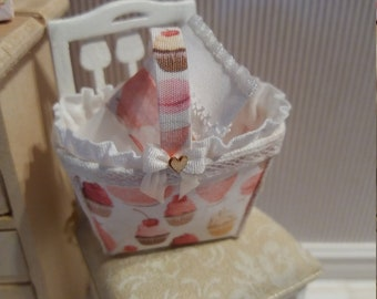 Refined fabric basket in 1:12 scale