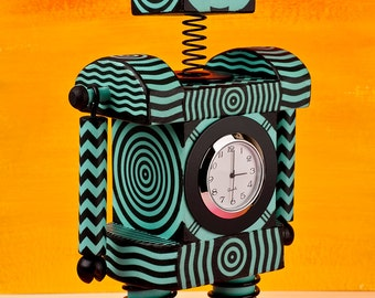 Robot Clock Op Art Mint